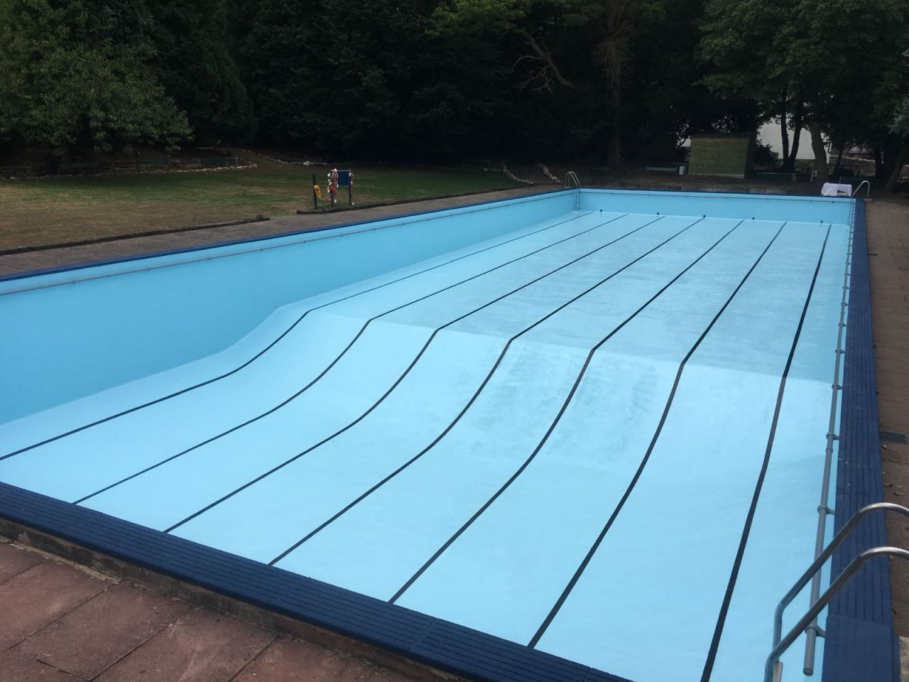 Chlor Rubber outdoor pool paint