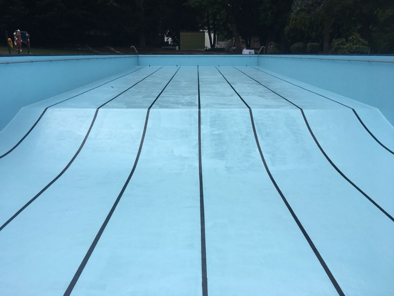 importance of preparation before painting your swimming pool