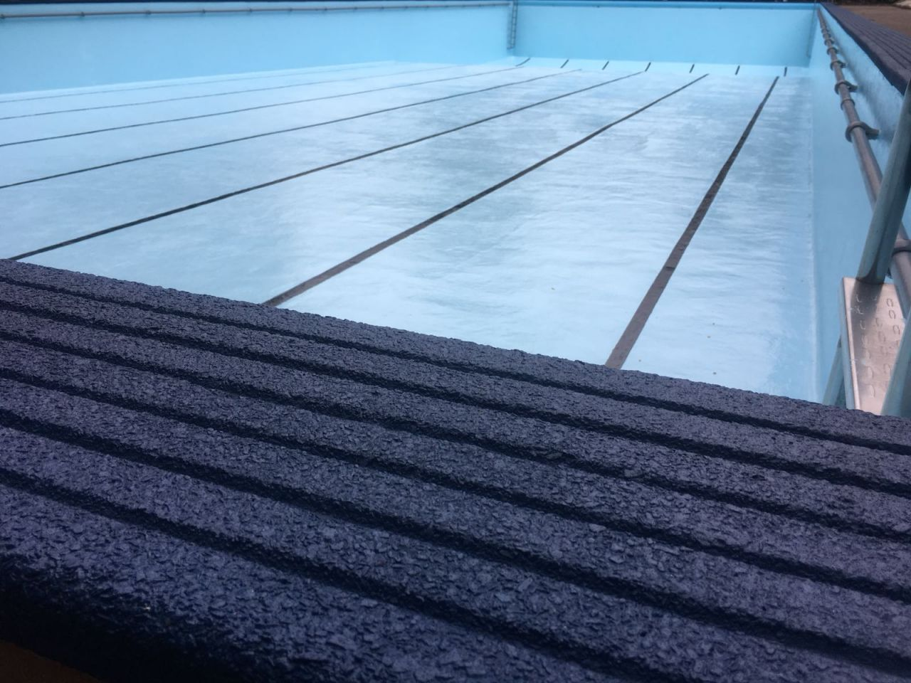 anti-slip paint for swimming pool surrounds